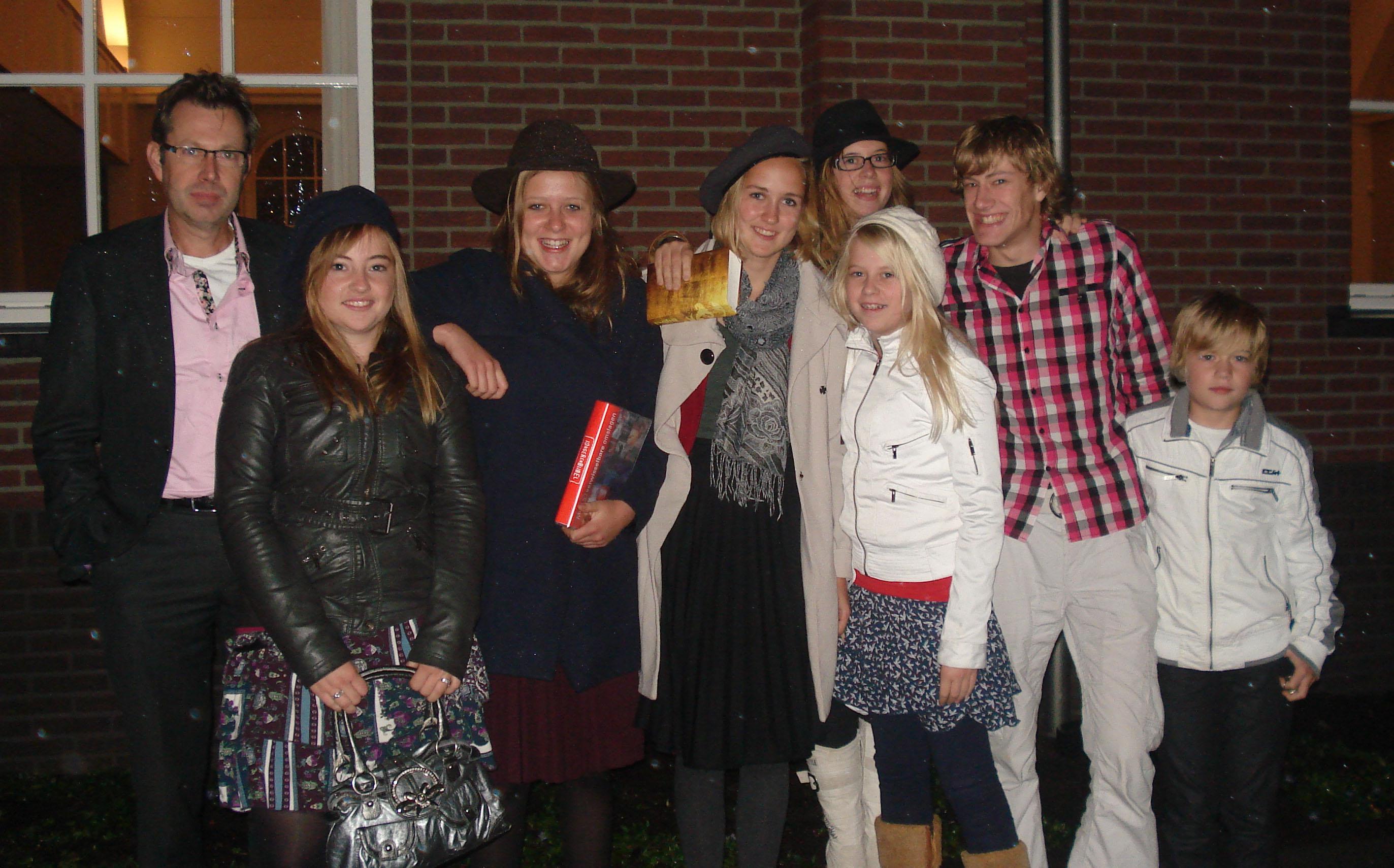 Emmy en Tanja met hun gezin-voor-een-week.