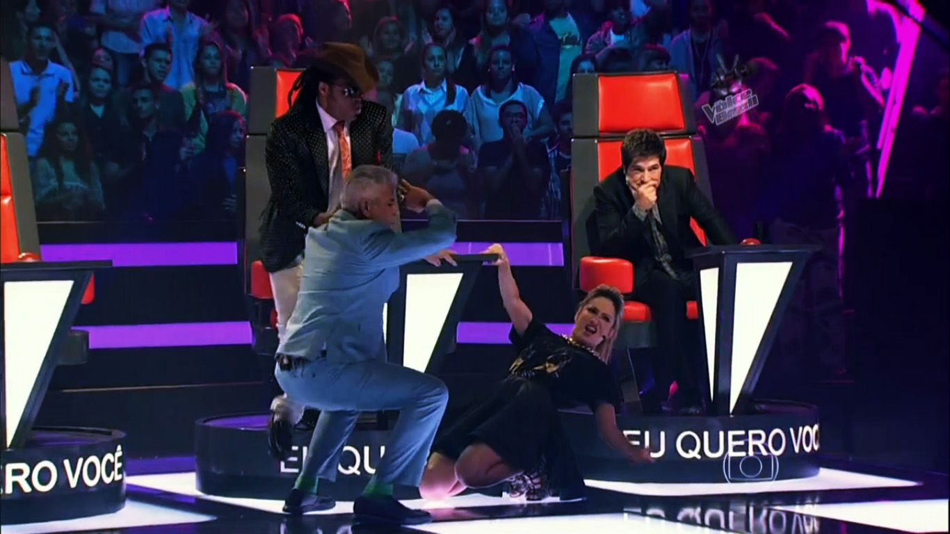 Ook de coaches wagen een dansje (Foto: TV Globo)