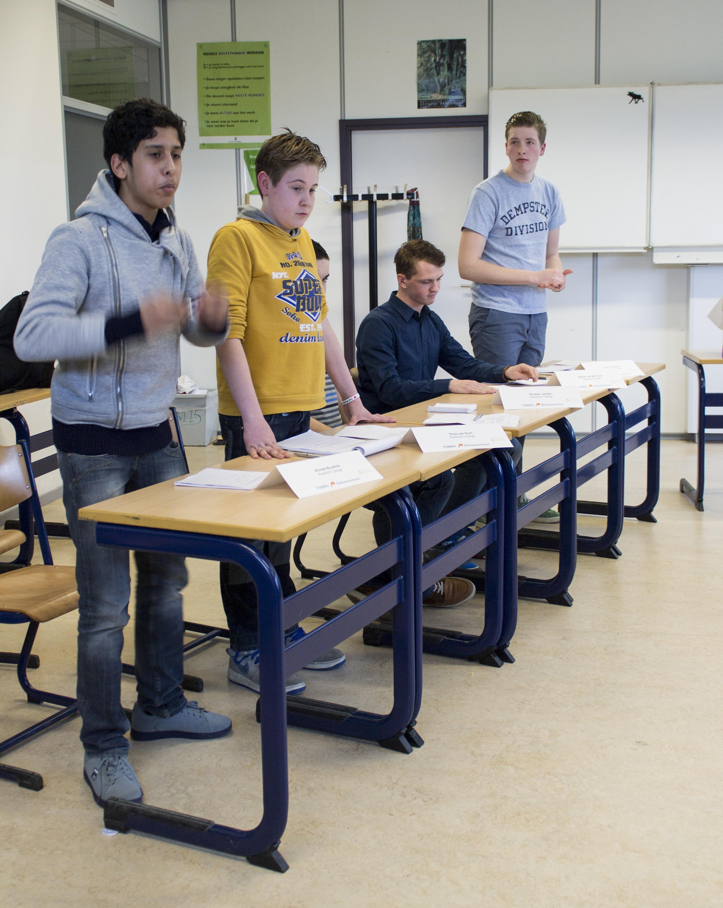 Het team van het Reeshof College. Links Ahmed en naast hem Thijs.