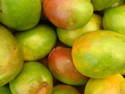 Stop een mango in je ontbijtshake.