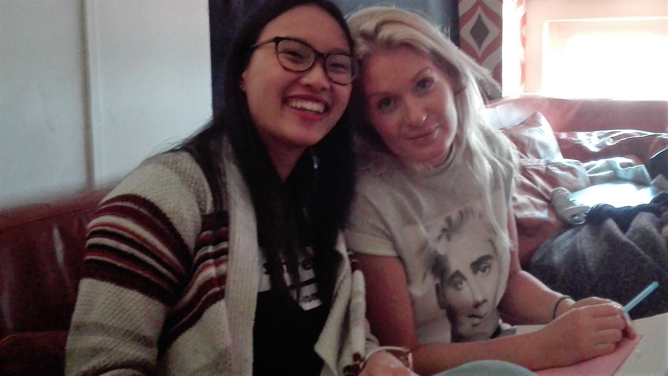 Sandra gaat met Sanne op de foto