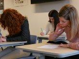Deze docenten zijn schijt-irritant tijdens toetsen