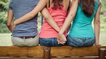 Helft van meisjes gelooft niet in monogamie