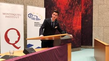 De nieuwe Mark Rutte: Lars Verploegen (18)