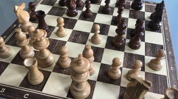 Rondvliegende schaakstukken en ontsnappingspogingen in het bejaardentehuis