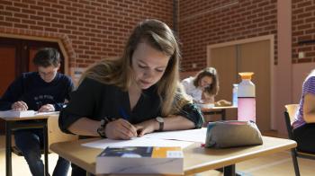 Weinig schrijven, maar lastige vraagstelling in vmbo-examen maatschappijkunde