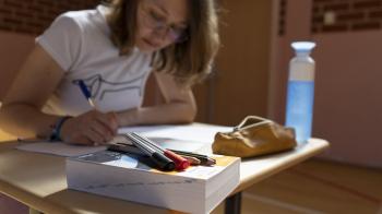 Wanhopige vwo'ers door teksten over cybercrime en kunstenaars in examen Duits