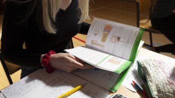 Veel lezen tijdens makkelijk tot gemiddeld Nask2-examen vmbo
