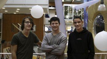 Terwijl jij wiskundetoetsen maakt, runnen deze drie jongens hun eigen bedrijf