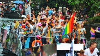 Pride: is de boodschap bedolven onder glitters en bier?