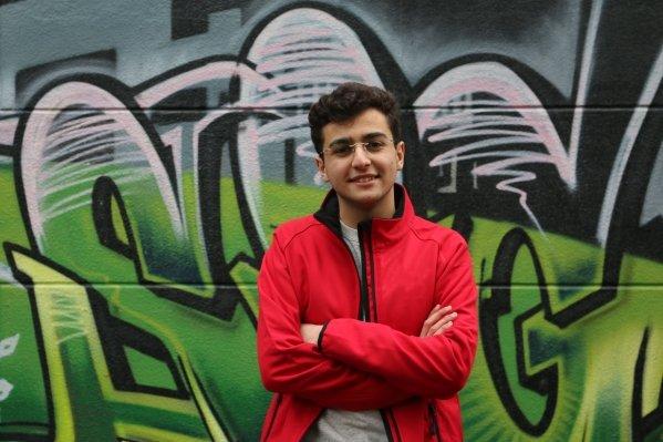 """PvdA'er Deniz Dönmez (17): """"De oude garde is vaak wat pessimistisch ingesteld"""""""