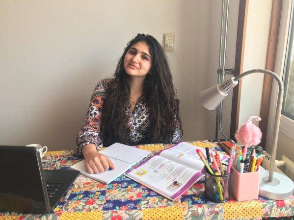Awj (15) vluchtte uit Syrie: 'Soms is het moeilijk, maar ik weet dat ik het kan'