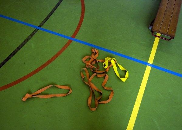 Gymleraar Broklede Breukelen per direct ontslagen om zoenen leerling