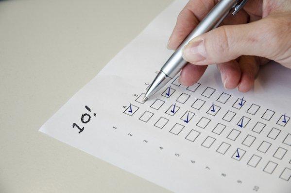Docenten knoeien met examens op twee scholen