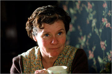 De film Vera Drake (2004) is Brits en dus wordt er fantastisch in geacteerd. Aangrijpend verhaal.